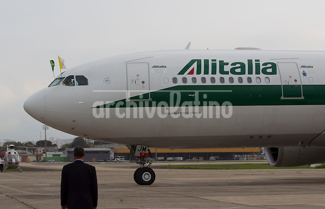 Pope Francis arrive to Rio de Janeiro, Brazil, in an airplane of Alitalia to head the Youth Congress, in the first international travel of Cardinal Jorge Bergoglio since named Pope