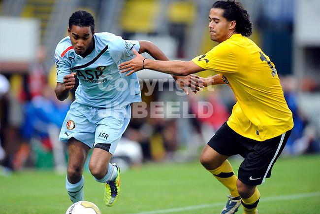 VEENDAM - SC Veendam - Feyenoord , voorbereiding seizoen 2011-2012, 22-07-2011 Feyenoord speler Jerson Cabral (l) in duel met Veendam speler Jelle Wagenaar (r).
