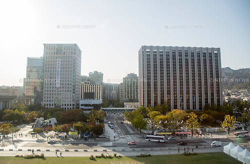 South Korean Central Government Complex and Foreign Ministry, Oct 23, 2017 : South Korea's Central Government Complex (R) and the headquarters of South Korean Ministry of Foreign Affairs (front L) are seen in Seoul, South Korea. (Photo by Lee Jae-Won/AFLO) (SOUTH KOREA)