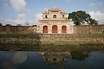 Außenmauer mit Tor, Zitadelle von Hue, Vietnam