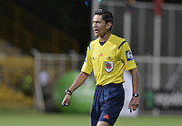 BOGOTÁ -COLOMBIA, 02-07-2016. Mario Herrera, arbitro, durante el encuentro entre La Equidad y Envigado FC por la fecha 1 de la Liga Águila II 2016 jugado en el estadio Metropolitano de Techo de la ciudad de Bogotá./ Mario Herrrera, referee, during the match between La Equidad and Envigado FC for the date 1 of the Aguila League I 2016 played at Metropolitano de Techo stadium in Bogotá city. Photo: VizzorImage/ Gabriel Aponte / Staff