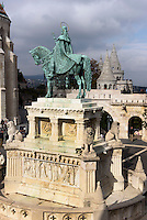 Statue des hl. Stephan und Fischerbastei, Helászbástya auf dem Burgberg, Budapest, Ungarn, UNESCO-Weltkulturerbe