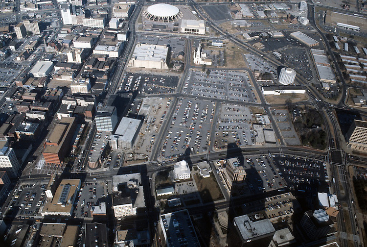 1986 June..Redevelopment..Macarthur Center.Downtown North (R-8)..LOOKING NORTH...NEG#.NRHA#..