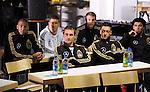 Folgen gespannt den Anweisungen des Regisseurs: Hinten v.l.: Jerome BOATENG, Thomas HITZLSPERGER, Manuel NEUER, vorne v.l.: Miroslav KLOSE, Mesut OEZIL und Serdar TASCI.<br /> Fussball / Deutsche Fussball Nationalmannschaft: In der Stuttgarter Mercedes-Benz Arena fanden Werbeaufnahmen und ein Werbedreh  fuer den  DFB- Generalsponsor Mercedes-Benz im Hinblick auf die Fussball-Weltmeisterschaft 2010 in Suedafrika statt. Stuttgart, 25.01.2010 --<br /> Football/ Soccer: During the preparation for the Football Worldcup 2010 in Southafrica a advertising spot was shot in the Mercedes-Benz-Arena in Stuttgart with the German National Team. Stuttgart, January 25th 2010.<br /> Foto: nph ( nordphoto )