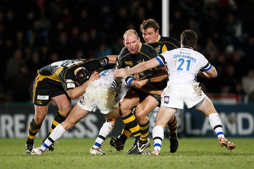 Photo: Richard Lane/Richard Lane Photography..London Wasps v Bath Rugby. Guinness Premiership. 29/12/2007. .Wasps' Lawrence Dallaglio attacks.