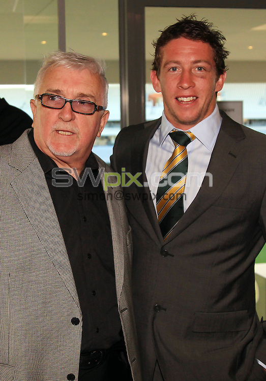 COPYRIGHT PICTURE Andrew Cornaga/SWpix.com/PhotosportNZ..Sir Peter Leitch ( aka the mad butcher ) and Kurt Gidley. Rugby League International Federation?s annual awards dinner at Eden Park ahead of the Four Nations double header this weekend. Eden Park, Auckland, Wednesday 3 November 2010. Photo: Andrew Cornaga/photosport.co.nz