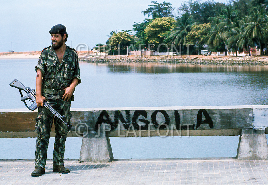 November 10-11, 1975, Luanda, Angola --- Portuguese soldiers in Luanda when the colony became independent. --- Image by © JP Laffont