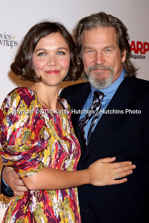 Maggie Gyllenhaal & Jeff Bridges.arriving at the Ninth Annual AARP the Magazine`s Movies for Grownups Awards Gala .Beverly Wilshire Hotel.Beverly Hills, CA.February 16, 2010.©2010 Kathy Hutchins / Hutchins Photo....