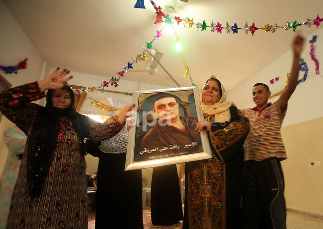 The family of Palestinian prisoner Raafat Aroki gather at a relative's house in the Gaza Strip on 17 October 2011 as they await his release as part of a deal to secure the exchange of Israeli captive soldier Gilad Shalit. Under a prisoner swap deal signed with Israel, Hamas will free Shalit, held in Gaza since 2006, in exchange for 1,027 Palestinian prisoners. Photo by Ali Jadallah
