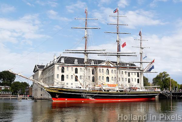 De Clipper Stad Amsterdam voor het Scheepvaartmuseum in Amsterdam