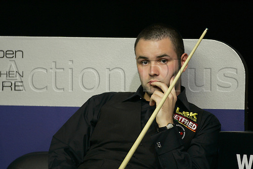 14 November 2004: Snooker player Stephen Maguire (SCO) sees his chances disappear during his defeat to Higgins in the final. Higgins beat Maguire 9 frames to 6 to win The British Open. The Brighton Centre, Brighton, England. Photo: Glyn Kirk/Actionplus....041114 .
