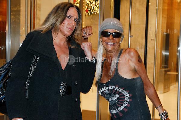 Tan Mom vs. Milf Mom - The Howard Stern Show 18/06/14 ...