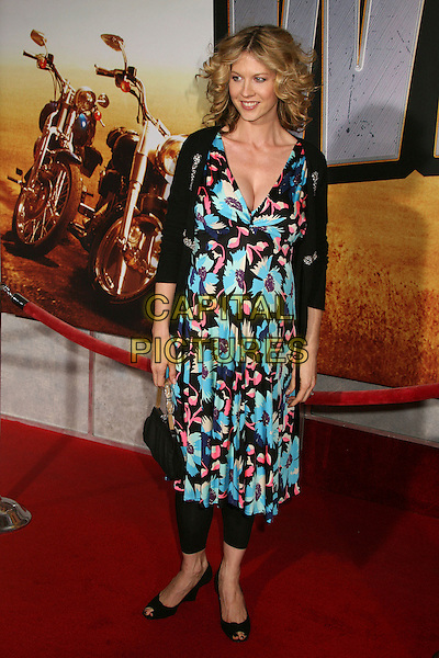 "JENNA ELFMAN.""Wild Hogs"" Los Angeles Premiere at the El Capitan Theatre, Hollywood, California, USA..February 27th, 2007.full length blue pink black floral print dress shrug bag purse pregnant .CAP/ADM/BP.©Byron Purvis/AdMedia/Capital Pictures"