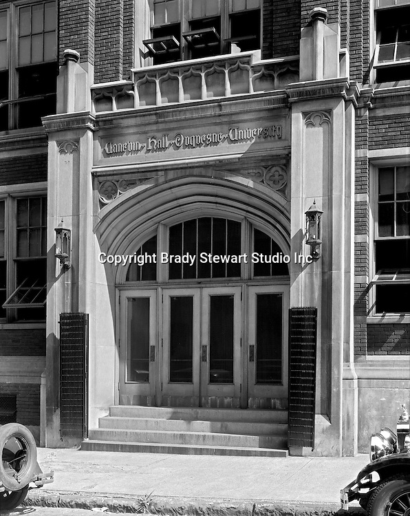 Pittsburgh PA:  Exterior view of the school of Education at Duquesne University - 1932