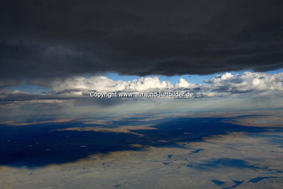 4415 / Karoo: AFRIKA, SUEDAFRIKA, 12.01.2007:Cumulus Wolken, Wolken Scahtten,  Landschaft in der Halbwueste Karoo, zentralen Hochebene des Landes Suedafrika, Highveld, Klein Karoo, Groß Karoo und Ober Karoo. <br />Klima arid, trocken, im Luv der Berge, kaum Niederschlaege. Bewohner sind die San die dem Land den Namen Kuru geben, trocken ist die Bedeutung,<br />Luftbild, Luftaufname, Aufwind-Luftbilder