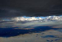 4415 / Karoo: AFRIKA, SUEDAFRIKA, 12.01.2007:Cumulus Wolken, Wolken Scahtten,  Landschaft in der Halbwueste Karoo, zentralen Hochebene des Landes Suedafrika, Highveld, Klein Karoo, Gro&szlig; Karoo und Ober Karoo. <br />Klima arid, trocken, im Luv der Berge, kaum Niederschlaege. Bewohner sind die San die dem Land den Namen Kuru geben, trocken ist die Bedeutung,<br />Luftbild, Luftaufname, Aufwind-Luftbilder