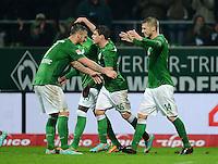 USSBALL   1. BUNDESLIGA    SAISON 2012/2013    10. Spieltag   Werder Bremen - FSV Mainz 05                             04.11.2012 JUBEL Werder, Torschuetze zum 2-1 Aaron Hunt (re) umarmt von Marko Arnautovic (li) und Zlatko Junuzovic (Mitte hinten)