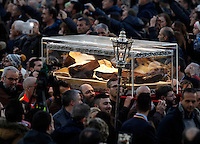 La teca contenente le spoglie di San Leopoldo Mandic arriva in Piazza San Pietro, Citta' del Vaticano, 5 febbraio 2016.<br /> The box containing the corpse of Saint Leopoldo Mandic is carried in St. Peter's Square at the Vatican, 5 February 2016.<br /> UPDATE IMAGES PRESS/Riccardo De Luca<br /> <br /> STRICTLY ONLY FOR EDITORIAL USE
