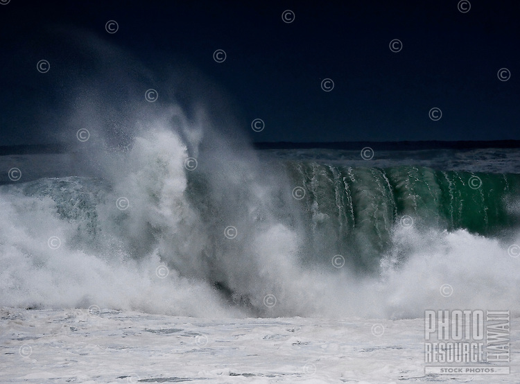 World famous shore break winter waves (20+ foot) at Banzai Pipeline, Ehukai Beach Park on the North Shore of Oahu, Hawaii.