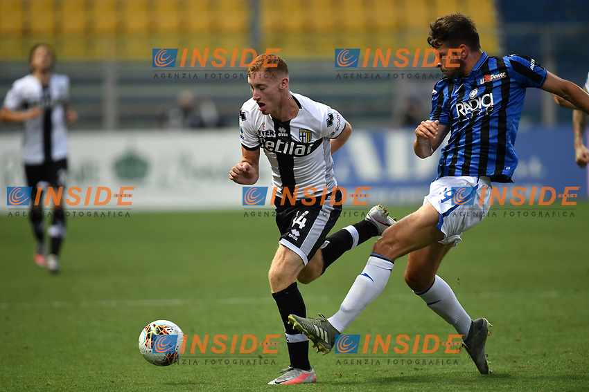 Dejan Kulusevski of Parma and Berat Djimsiti of Atalanta BC compete for the ball during the Serie A football match between Parma Calcio and Atalanta BC at Ennio Tardini stadium in Parma (Italy), July 28th, 2020. Play resumes behind closed doors following the outbreak of the coronavirus disease. Photo Andrea Staccioli / Insidefoto