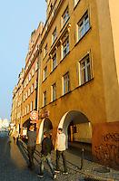 Arkaden am Rathausplatz in Jelenia Gora (Hirschberg), Woiwodschaft Niederschlesien (Wojew&oacute;dztwo dolnośląskie), Polen, Europa<br /> Arcades at Market square  in Jelenia Gora, Poland, Europe