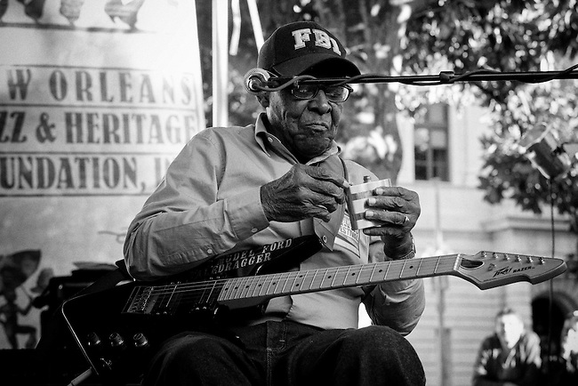 Blues musician James Lewis Carter Ford aka T-Model Ford taking a break at the Crescent City Blues & BBQ Festival in downtown New Orleans, Louisiana, USA, 18 October 2009.