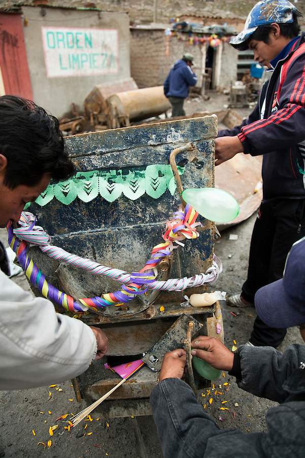 Young miners decorating a trolley during the Miner's Carnaval.