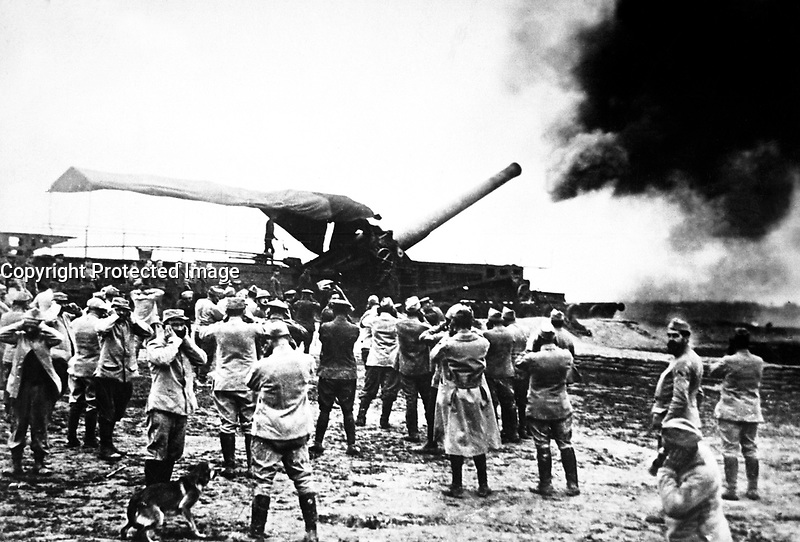 Discharge of a huge French cannon caught by the camera just as the projectile left for the German lines.  The gunners have stuffed their fingers into their ears to protect them from noise of explosion.  Ca. 1918.   Underwood &amp; Underwood. (War Dept.)<br /> Exact Date Shot Unknown<br /> NARA FILE #:  165-WW-286-32<br /> WAR &amp; CONFLICT BOOK #:  627