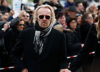 Umberto Tozzi  partecipa ai funerali  di  Pino Daniele al santuario del divino amore di Roma