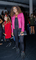 SAO PAULO, SP, 18 DE MARÇO DE 2013. SAO PAULO FASHION WEEK - PRIMAVERA/VERAO 2014 - MOVIMENTAÇAO. A atriz Cris Vianna durante a SPFW - verão 2014. A atriz veste look Tufi Duek, sapato John John e bolsa Forum   FOTO ADRIANA SPACA/BRAZIL PHOTO PRESS