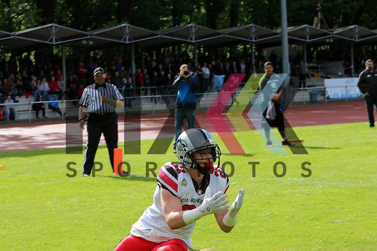 # 21 Hamburg Huskies Tyson Giza f&auml;ngt einen Touchdown im Spiel der GFL Nord Hamburg Huskies - Berlin Rebels.<br /> <br /> Foto &copy; PIX *** Foto ist honorarpflichtig! *** Auf Anfrage in hoeherer Qualitaet/Aufloesung Belegexemplar erbeten Veroeffentlichung ausschliesslich fuer journalistisch-publizistische Zwecke For editorial use only