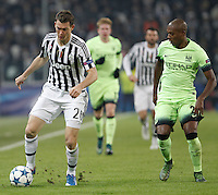 Calcio, Champions League: Gruppo D - Juventus vs Manchester City. Torino, Juventus Stadium, 25 novembre 2015. <br /> Juventus&rsquo; Stephan Lichsteiner, left, is challenged by Manchester City's Fernandinho during the Group D Champions League football match between Juventus and Manchester City at Turin's Juventus Stadium, 25 November 2015. <br /> UPDATE IMAGES PRESS/Isabella Bonotto