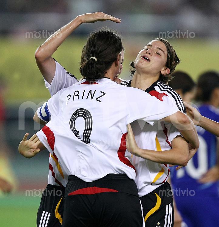 Fussball International Frauen WM China 2007  Deutschland - Japan Germay - Japan JUBEL GER;Torschuetzin Birgit Prinz und Annika Krahn (v.li.)