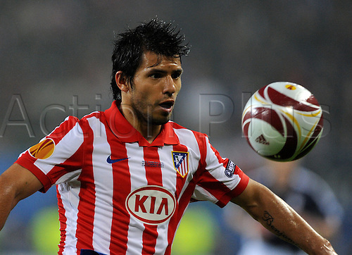 Atletico Madrid's Sergio Aguero eyes the ball during UEFA Europa League final match between FC Fulham and Atletico Madrid at Hamburg Arena, Hamburg, Germany, 12 May 2010.
