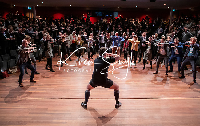 BUSSUM - Hakaman ,  de Haka-act van Paul Janmaat .   Nationaal Golf Congres & Beurs. COPYRIGHT KOEN SUYK