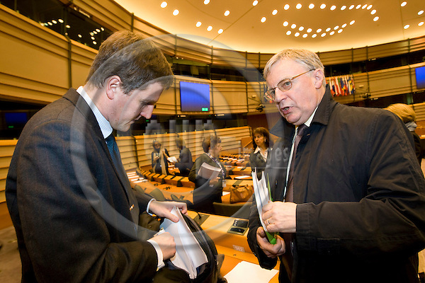"BRUSSELS - BELGIUM - 26 FEBRUARY 2008 -- Employment and Social Affairs (EMPL) Committee hearing on the cases ""Laval"" and ""Viking"", an exchange of views with the participation of the EP Legal Service, Business Europe, ETUC and an external expert on the impact of the European Court of Justice rulings. -- Jonas MALMBERG with John MONKS (Ri), ETUC General Secretary. -- PHOTO: Juha ROININEN / EUP-IMAGES"