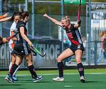 AMSTELVEEN -  Charlotte Vega (A'dam) heeft gescoord , met links Kelly Jonker (A'dam)  tijdens de hoofdklasse competitiewedstrijd hockey dames,  Amsterdam-Oranje Rood (5-2). COPYRIGHT KOEN SUYK