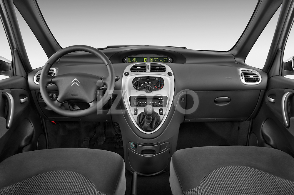Straight dashboard view of a 1999 - 2012 Citroen Xsara Picasso Mini Mpv.