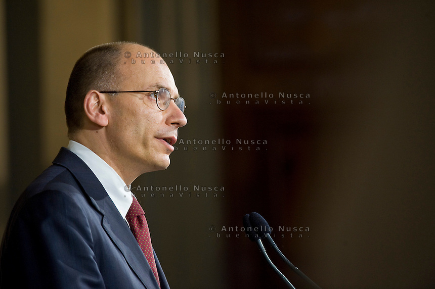 Il nuovo Presidente del Consiglio Enrico Letta scioglie la riserva e presenta a Giorgio Napolitano la lista dei Ministri che formeranno il nuovo governo
