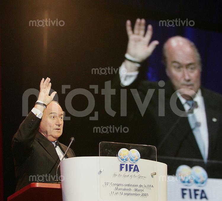 Fussball International 55. FIFA Kongress Fifa Praesident Joseph S. Blatter mit dem Schwarz und Weiss Anti-Rasismusband Aktion von Thierry Henry