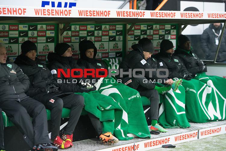 26.01.2014, Weser Stadion, Bremen, GER, 1.FBL, Werder Bremen vs Eintracht Braunschweig, im Bild<br /> <br /> Franco Di Santo (Bremen #9)<br /> Sebastian Mielitz (Bremen #1)<br /> Lukas Schmitz (Bremen #13)<br /> Julian von Haacke (Bremen #38)<br /> Martin Kobylanski (Bremen #33)<br /> &Ouml;zkan / Oezkan Yildirim (Bremen #32) und Assani Lukimya (Bremen #5)<br /> auf der Bank<br /> Foto &copy; nordphoto / Kokenge
