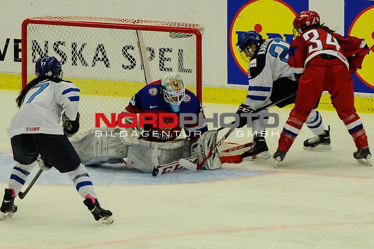 04.04.2015, Malm&ouml; Ishall, Malm&ouml; , SWE, IIHF Eishockey Frauen WM 2015, Finnland  (FIN) vs Russland (RUS), im Bild, Maria SOROKINA (#33, RUS) rettet gegen Michelle KARVINEN (#21, FIN)<br /> <br /> <br /> ***** Attention nur f&uuml;r redaktionelle Berichterstattung *****<br /> <br /> Foto &copy; nordphoto / Hafner