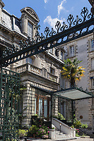 France, Aquitaine, Pyrénées-Atlantiques, Béarn, Pau : Ancien Hôtel de France, Résidence de France, Place Royale //  France, Pyrenees Atlantiques, Bearn, Pau:  Former Hotel de France,  Residence de France, Place Royale
