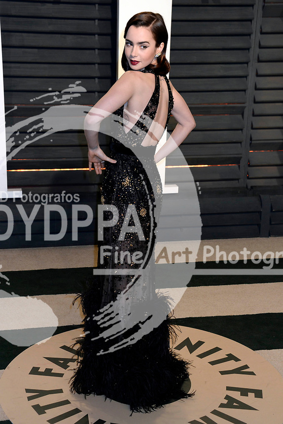 Lily Collins attends the 2017 Vanity Fair Oscar Party hosted by Graydon Carter at Wallis Annenberg Center for the Performing Arts on February 26, 2017 in Beverly Hills, California.