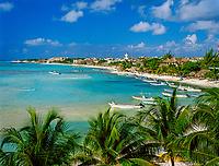 Mexiko, Yucatan, Quintana Roo, Playa Del Carmen: Blick ueber Badeort und Strand | Mexico, Yucatan, Quintana Roo, Playa Del Carmen: View over ResortWolken,