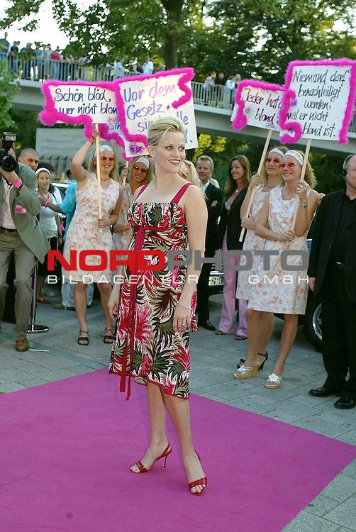 Natuerlich Blond 2<br /> Deutschlandpremiere in Hamburg im Cinemax Dammtor<br /> Hauptdarstellerin Reese Witherspoon<br /> Foto &copy; nordphoto / Anja Heinemann<br /> <br /> <br /> <br />  *** Local Caption *** Foto ist honorarpflichtig! zzgl. gesetzl. MwSt.<br />  Belegexemplar erforderlich<br /> Adresse: nordphoto<br /> Georg-Reinke-Strasse 1<br /> 49377 Vechta<br /> Telefon: 04441-89400 / Fax: 04441-894022