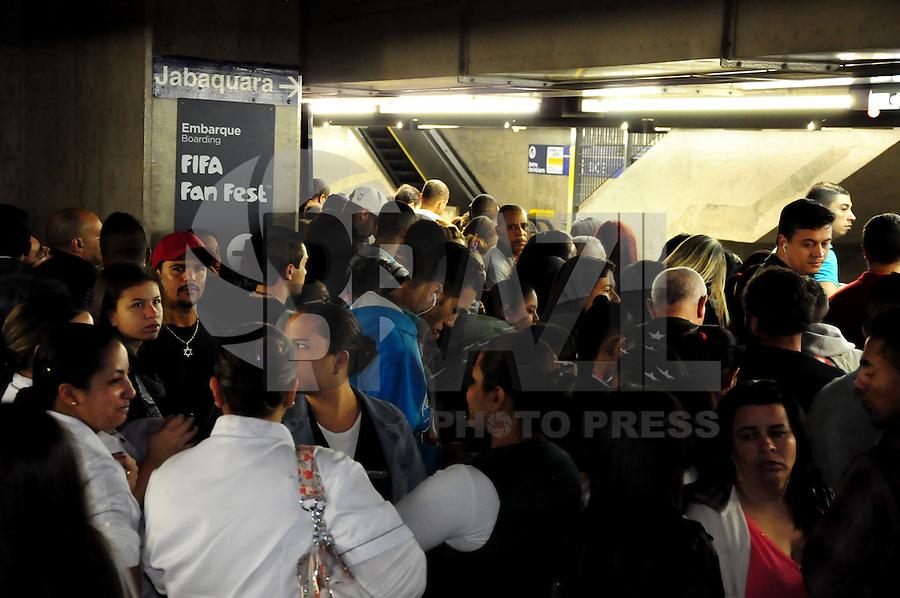 SAO PAULO, SP, 06.06.2014 - GREVE METRO SAO PAULO - Movimentacao de passageiros na estacao Paraiso na regiao oeste de Sao Paulo nesta sexta-feira, 06. (Foto: Kevin David / Brazil Photo Press).
