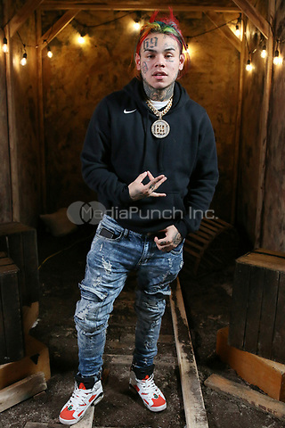 NEW YORK , NY - JANUARY 26: ***EXCLUSIVE*** Tekashi69 pictured at Fat Joe's Coca Vision Podcast in New York City on January 26, 2018. Credit: Walik Goshorn/MediaPunch