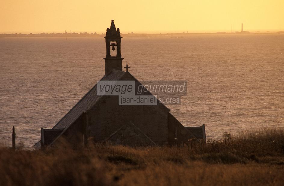Europe/France/Bretagne/29/Finistère/Pointe du Van: Chapelle Saint-They (XVème) dans la lumière du soir