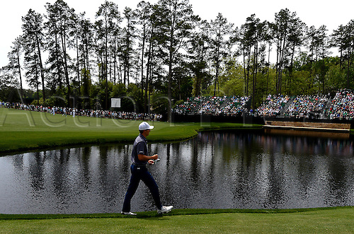 06.04.2016. Augusta, GA, USA. Jordan Spieth walks to the 15th green during a practice round on Wednesday, April 6, 2016, at Augusta National Golf Club in Augusta, Ga. First round action of The Masters tournament begins on Thursday. Spieth is the defending champion